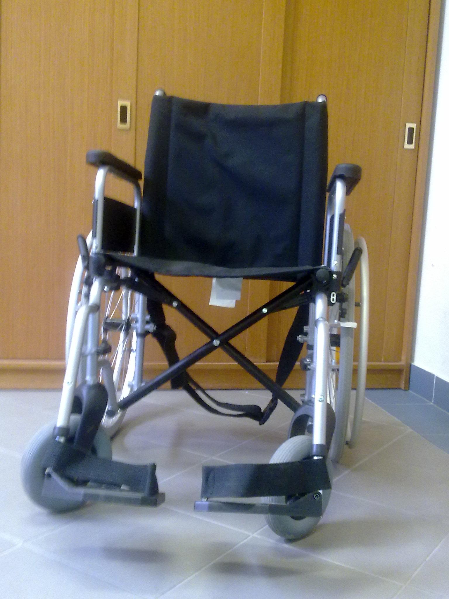 Invalidní vozík: 15,-Kč/den